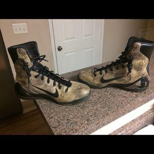 Kobe Bryant 9 snake shoes